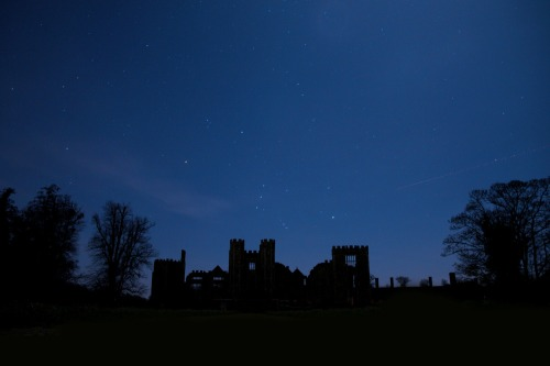 Midhurst_cowdray_castle_under_a_december_night_sky