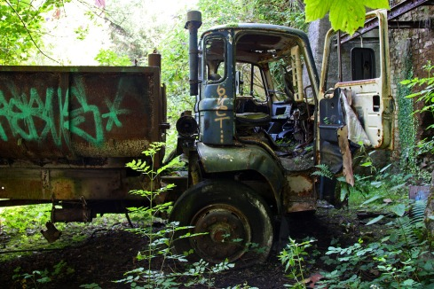 abandoned_leyland_truck_at_cocking_limeworks-scaled1000