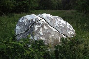 Andy Goldsworthy chalk stones trail stone 11